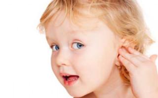 Народные и традиционные средства от боли в ухе у ребенка