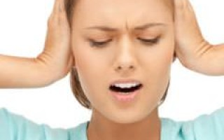 Щелкает и клацает в ухе причины, что делать, как лечить