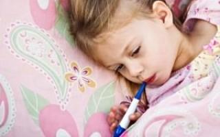 Что делать, если у ребенка температура и болит ухо?