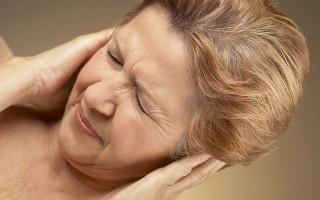 Что делать, если заложило и болит ухо?