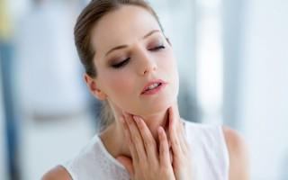 Ком в горле и боль в грудине: от чего может возникать?