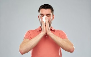 Насморк из одной ноздри у взрослых и детей: причины, методы лечения