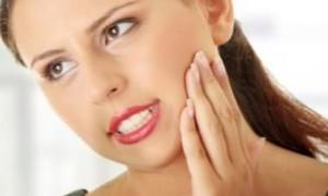 Почему болит челюсть возле уха слева так, что больно жевать