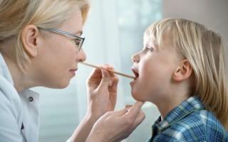 У ребенка заболело горло: как помочь вылечиться?