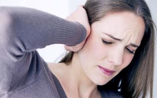 Что делать при боли в ухе у взрослого и ребенка?
