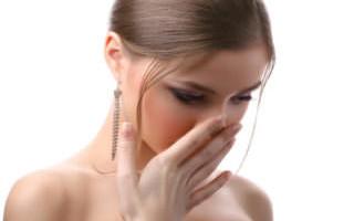 Почему болит горло по утрам и как с этим бороться