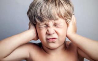 Как определить, что у ребенка болит ухо: основные рекомендации и правила