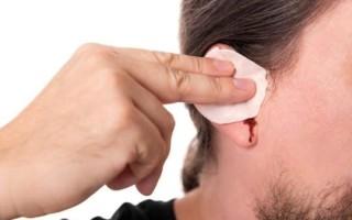 Из уха идет кровь: в чем причина?