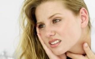 Что делать, если болит ухо и горло с одной стороны?