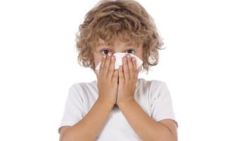 У ребенка текут сопли ручьем: что делать?