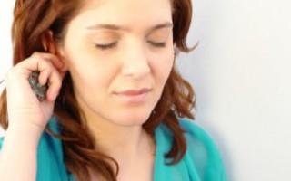 Ухо чешется и зудит: причины и лечение
