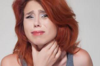 Длительные боли в голове отдают и в горло