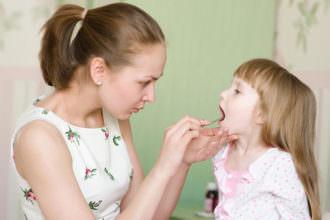 болит у ребенка горло