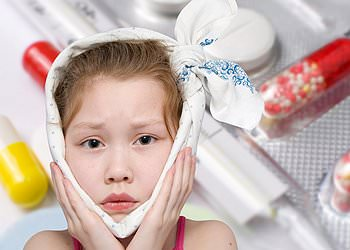 у ребенка болит ухо и температура - отит