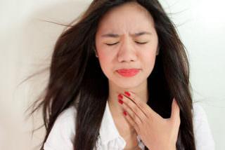 очень сильно болит горло