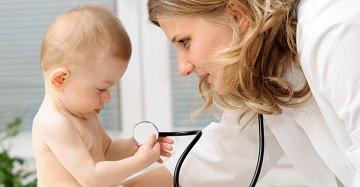 ребенок у врача педиатра