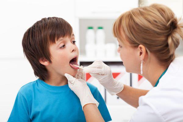 Что делать, если у ребенка першит в горле?