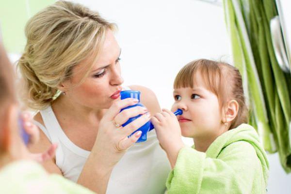 не проходят сопли у ребенка - поможет промывание носа