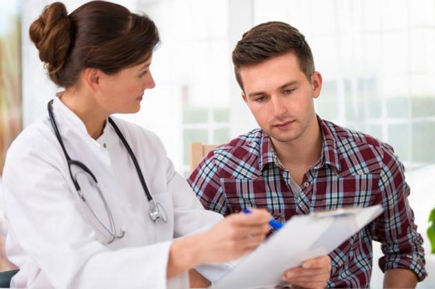 Пациент на осмотре у врача