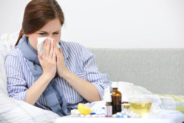 Лечение острого ринита зависит от причин, вызвавших его