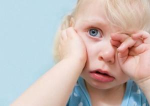 Болит в ухе у малыша