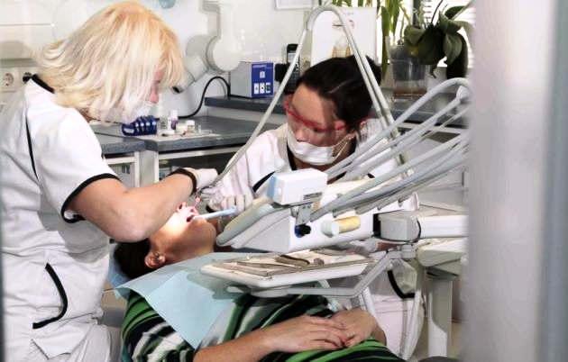 для профилактики ангины Людвига нужно вовремя лечить кариозные зубы