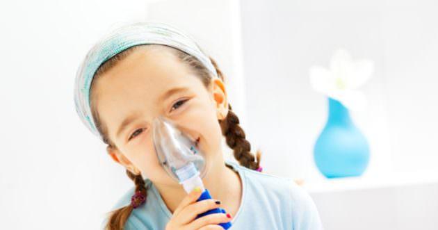 Детям лучше делать ингаляции с минералкой при помощи небулайзера