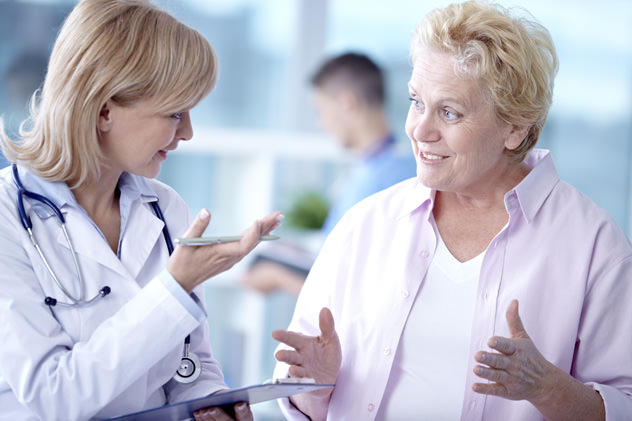 Доктор дает рекомендации пациентке