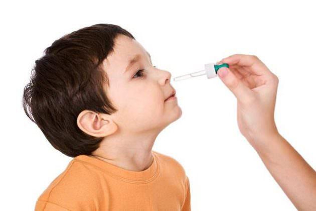 При поллинозе назначают антигистаминные и сосудосуживающие препараты
