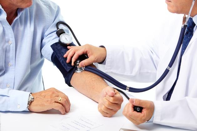 причиной крови из ушей может быть артериальное давление