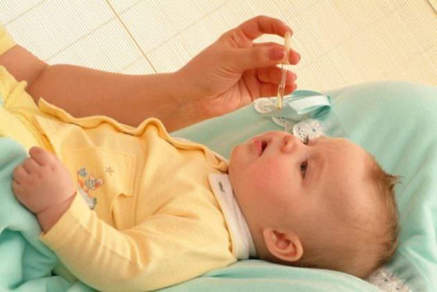 Закапывание алоэ в нос ребенку