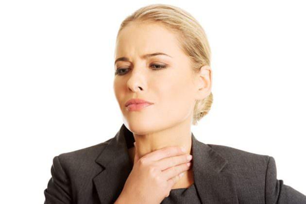 Ротокан для полоскания горла назначается при ангине, фарингите, ларингите.