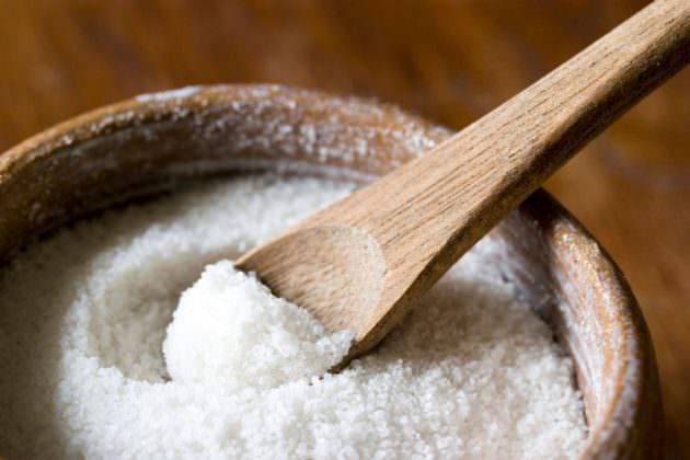 Компресс при ангине может быть на основе соли