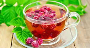 При першении в горле нужно больше пить теплых чаев