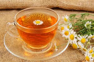 пьем чай из ромашки, когда гнойная ангина