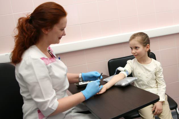 Для выявления аллергена делают анализ крови и аллергопробы