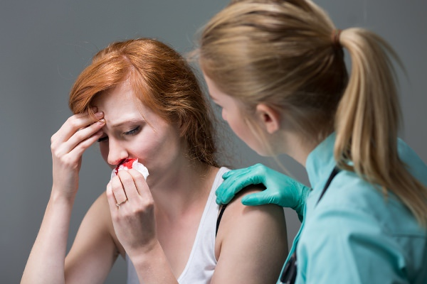 помощь при травме носа