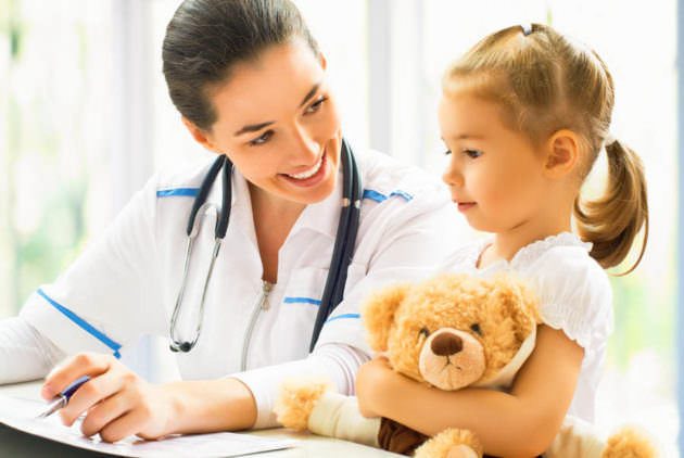 Девочка у доктора