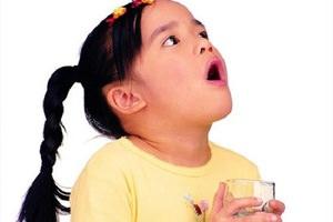 Полоскание горла раствором хлорфилипта