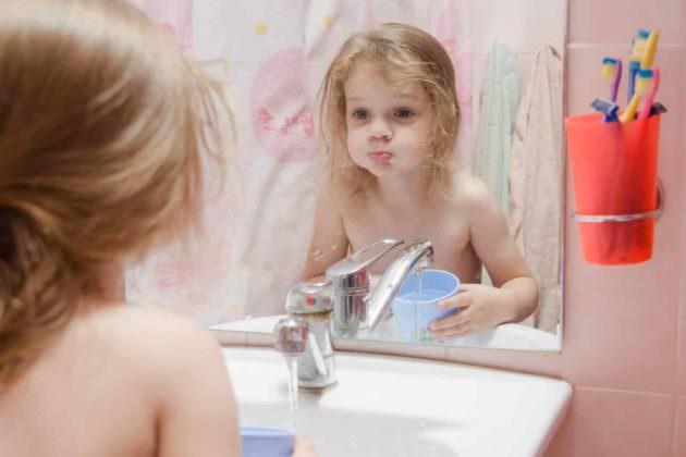 Ротокан для полоскания горла может быть назначен ребенку, если он уже научился выполнять процедуру
