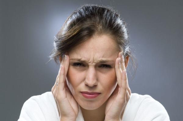 Болит голова и давит в висках
