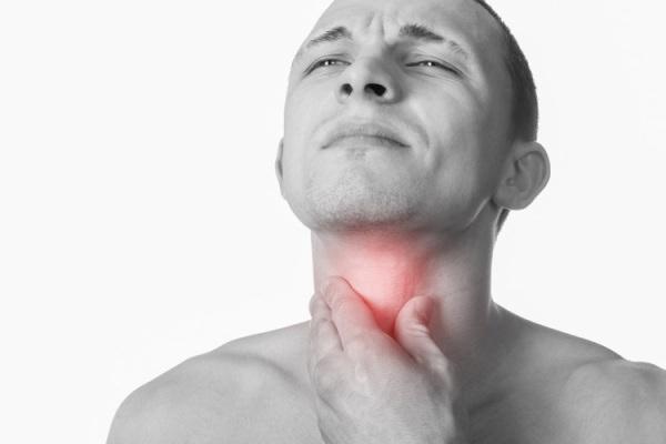 при субатрофическом фарингите возникает боль в горле