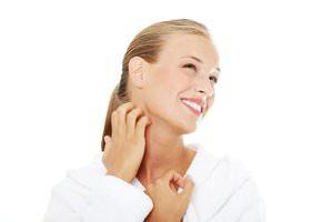 Почему появляется зуд в горле