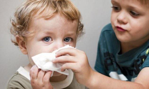 Малыши: аспиратор для носа должен быть в аптечке молодых родителей